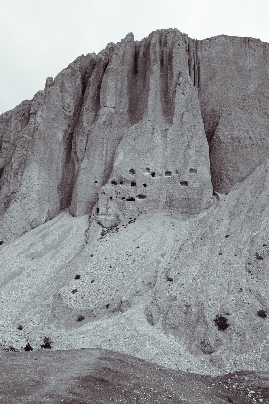 Sky caves, Ghara